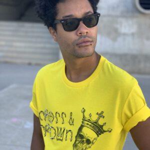 camiseta amarilla logo